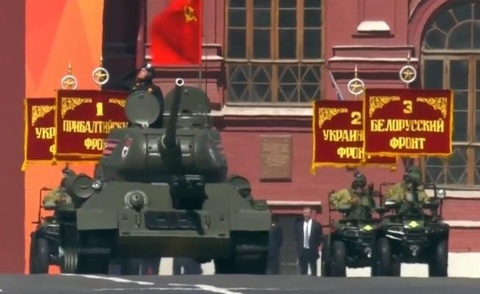 Xe tang huyen thoai T-34 tham gia dieu binh Ngay Chien thang o Nga hinh anh