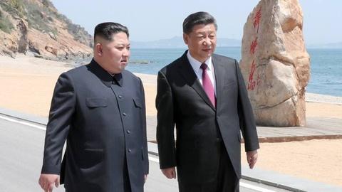 Xe bo thoa thuan Iran, Trump gui thong diep cung ran toi Trieu Tien hinh anh 2