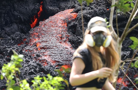 Nui lua Hawaii bung no sau gan 100 nam, phun tro bui cao 9.000 m hinh anh 3