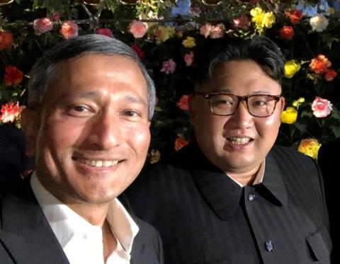 Kim Jong Un di dao pho, chup anh voi quan chuc Singapore hinh anh
