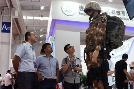 Nguoi may chien binh va bac si mang tham vong robot cua Trung Quoc hinh anh