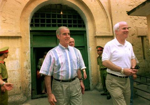 Thuong nghi si John McCain, tuong dai chinh tri My, qua doi hinh anh 4