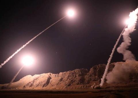 Iran phong ten lua vao Syria, tra dua vu xa sung o le duyet binh hinh anh