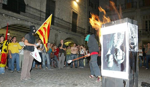 Bao luc tai dien o Catalonia, phe ly khai dot anh vua Tay Ban Nha hinh anh 3