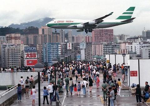 Thoi hoang kim cua san bay kho ha canh nhat the gioi o Hong Kong hinh anh 9