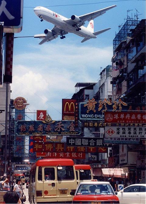 Thoi hoang kim cua san bay kho ha canh nhat the gioi o Hong Kong hinh anh 2