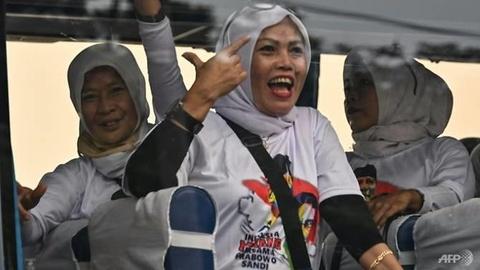 Ung vien quoc hoi Indonesia 'vung tien' mua phieu tu cu tri hinh anh 3