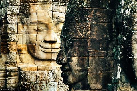 Ve dep ky ao cua khu den phai den mot lan trong doi hinh anh 13 Đền Bayon nổi tiếng với những tác phẩm mặt cười và nằm chính giữa quần thể đền Angkor Thom.