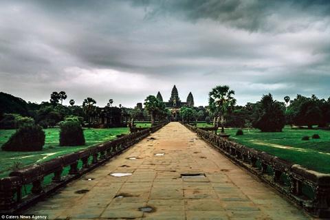 Ve dep ky ao cua khu den phai den mot lan trong doi hinh anh 16 Những đám mây sà xuống Angkor Wat, một trong những quần thể đền nổi tiếng nhất thế giới.