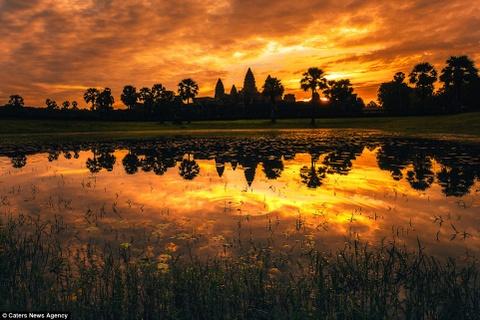 Ve dep ky ao cua khu den phai den mot lan trong doi hinh anh 17 Hoàng hôn nhuộm sẫm trên những ngọn tháp Angkor.