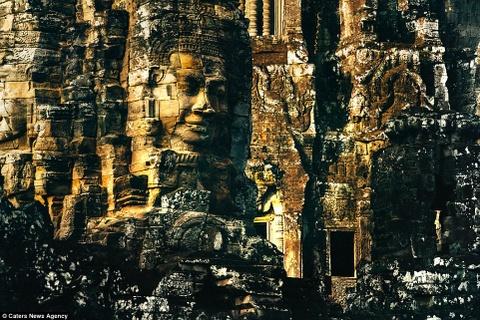 Ve dep ky ao cua khu den phai den mot lan trong doi hinh anh 1 Đền Bayon đẹp như một tác phẩm nghệ thuật điêu khắc.