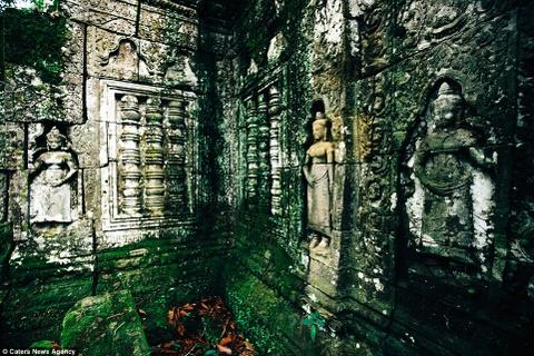 Ve dep ky ao cua khu den phai den mot lan trong doi hinh anh 3 Hơn 3.000 bức tượng vũ nữ Apsara duyên dáng được tạc trên những bức tường.