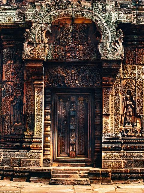 Ve dep ky ao cua khu den phai den mot lan trong doi hinh anh 6 Những họa tiết chạm trổ tinh xảo ở Banteay Srei được coi là một trong những tác phẩm kỳ công nhất thế giới.