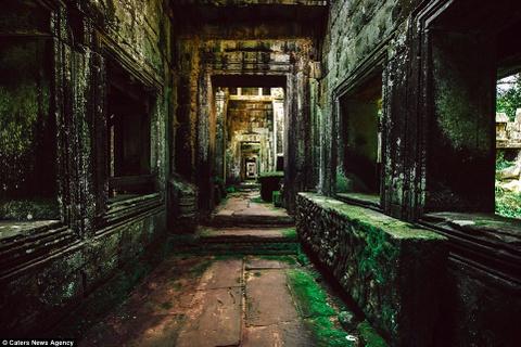 Ve dep ky ao cua khu den phai den mot lan trong doi hinh anh 7 Hành lang hoang vắng hun hút ở Preah Khan, một trong những quần thể lớn nhất ở Angkor.