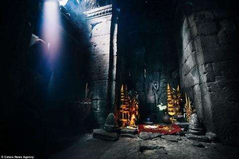 Ve dep ky ao cua khu den phai den mot lan trong doi hinh anh 9 Chính giữa đền Ta Prohm, bao quanh bởi những phiến đá. Ngôi đền được công nhận là Di sản thế giới vào năm 1992.
