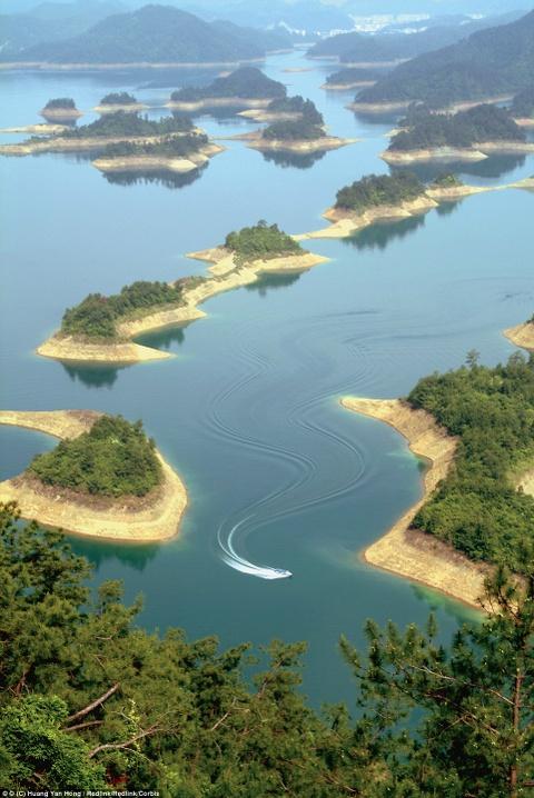 Canh dep than tien cua Trung Quoc tren bao Anh hinh anh 15 Những hòn đảo nhân tạo tại Qiandao, hay còn gọi là hồ nghìn đảo ở Trung Quốc.