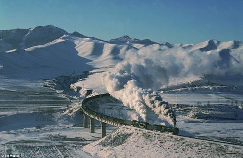 Canh dep than tien cua Trung Quoc tren bao Anh hinh anh 4 Một đoàn tàu nhả khói trên đường đến Shangdian, Jitong Tielu.