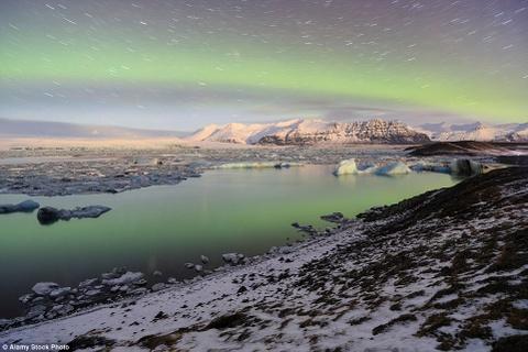 Nhung canh dep khong can chinh sua tren Instagram hinh anh 2 Những đỉnh núi tuyết phủ trắng xóa, những hồ băng ngoạn mục, các dòng sông băng cùng ánh cực quang lung linh là cảnh đẹp ở Iceland mà du khách không cần đến chỉnh sửa hình ảnh.