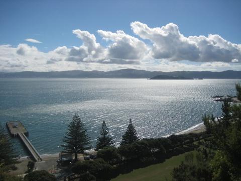 10 quoc gia xung dang duoc chon dau tien khi di du lich hinh anh 1 New Zealand: Có lẽ không ai đến New Zealand mà không đem lòng yêu mến đất nước này ngay lập tức. Được thiên nhiên ưu ái với những cánh rừng từ thời tiền sử, những bãi biển rộng mênh mông, những đỉnh núi tuyết trắng và các dòng suối nước nóng quý giá, New Zealand  còn có nền văn hóa độc đáo với sự chung sống của người Maori và người châu Âu. Mảnh đất nam bán cầu này còn rất dễ để đi du lịch do có cơ sở hạ tầng phát triển và chất lượng dịch vụ cao. Nền ẩm thực của New Zealand cũng làm cho du khách hài lòng.