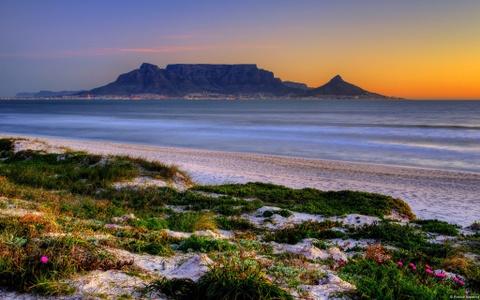 10 quoc gia xung dang duoc chon dau tien khi di du lich hinh anh 6 6. Nam Phi: Nam Phi rộng lớn, đa dạng và tuyệt đẹp, đây là trung tâm văn hóa của châu Phi. Cape Town và Johannesburg liên tục được xếp hạng là những thành phố tốt nhất cho du khách. Núi Table và vịnh Table là những điểm đến không thể bỏ qua khi tới Nam Phi, chưa kể những cánh đồng nho bạt ngàn ở Franschhoek. Các công viên quốc gia Kruger và Addo Elephent là nơi cho du khách tìm hiểu đời sống động vật hoang dã.