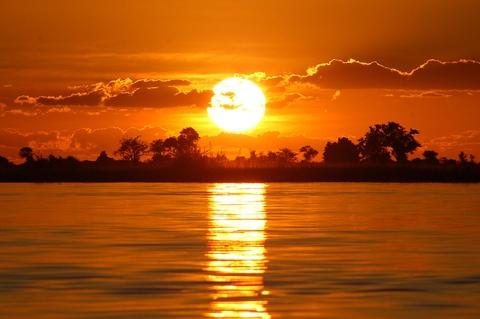 10 quoc gia xung dang duoc chon dau tien khi di du lich hinh anh 7 7. Botswana: Đất nước này có hành trình ngoạn mục đi từ nghèo đói trở thành một trong những nền kinh tế bền vững nhất châu Phi. Tuy nhiên, Botswana vẫn ưu tiên bảo tồn kho tàng thiên nhiên trong khi phát triển kinh tế, với nhiều công viên quốc gia và khu bảo tồn động vật hoang dã rộng lớn cùng những di sản văn hóa quý giá. Chobe và Okavango Delta lý tưởng để chiêm ngưỡng động vật hoang dã, còn sa mạc Kalahari, đồi Tsodilo và công viên quốc gia Nxai Pan là những điểm đến không thể bỏ qua.