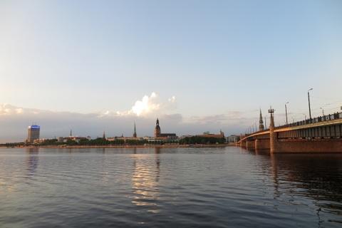 10 quoc gia xung dang duoc chon dau tien khi di du lich hinh anh 8 8. Latvia: Hòn ngọc vùng Baltic có những thị trấn giàu văn hóa như Riga, mới đây được coi là thủ phủ văn hóa châu Âu. Nhiều du khách vốn chỉ biết đến thủ đô của Latvia mà quên mất rằng linh hồn đích thực của nước này nằm ở những vùng đồng quê với những mặt hồ hoang sơ, những khu rừng xanh mướt và những bãi biển mênh mang cát trắng. Một nửa Latvia được bao phủ bởi hệ sinh thái tự nhiên, trong đó 4 công viên quốc gia đều tuyệt đẹp.
