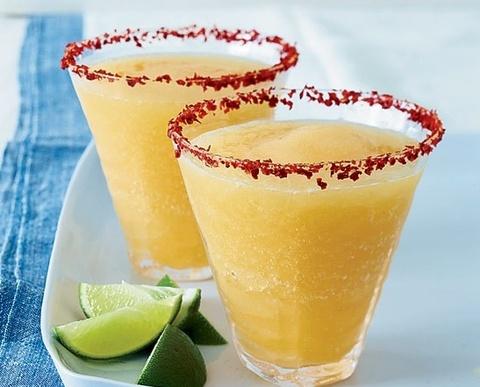 4 cong thuc lam cocktail margarita trai cay don gian hinh anh