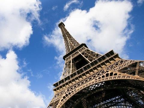 Lap tuong kinh chong dan cho thap Eiffel hinh anh