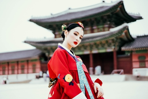 5 ngay dao pho moi chan cua Angela Phuong Trinh o Seoul hinh anh 1