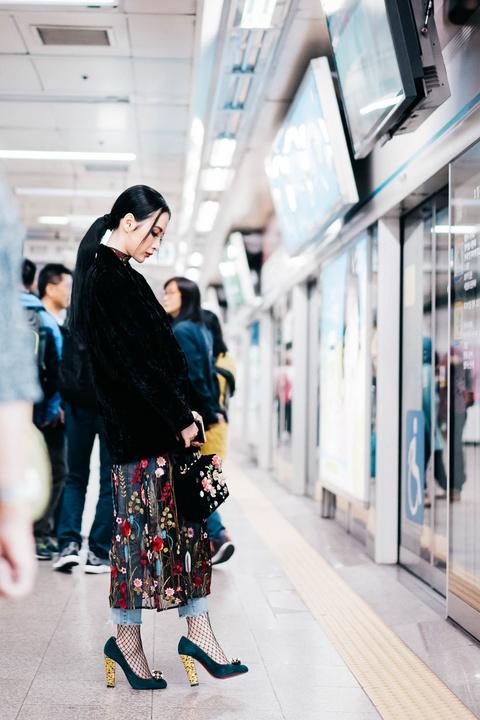 5 ngay dao pho moi chan cua Angela Phuong Trinh o Seoul hinh anh 3
