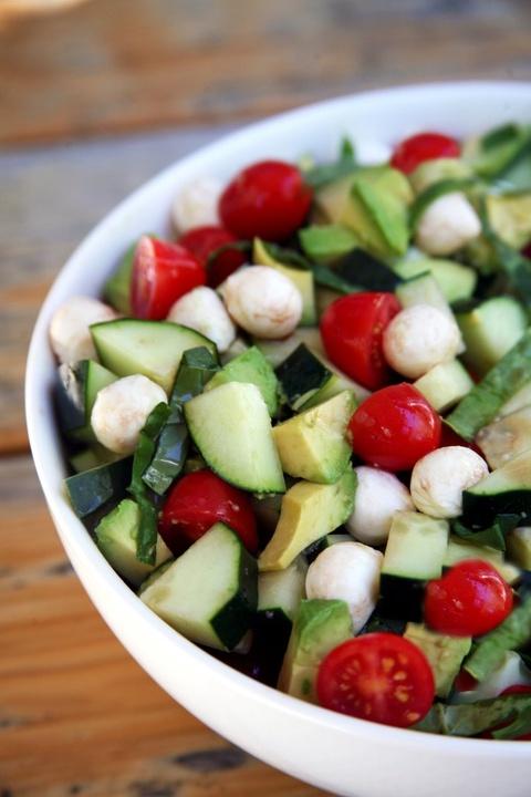 Bien tau salad trong nhay mat giup giai nhiet mua he hinh anh 1