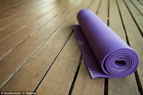 Moi nguy hiem cua chiec tham tap yoga ban hinh anh