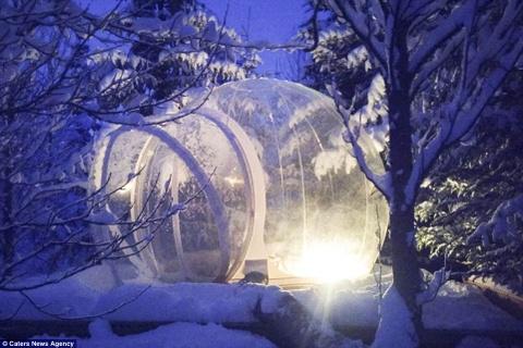 Phong khach san trong suot o Iceland hinh anh 4