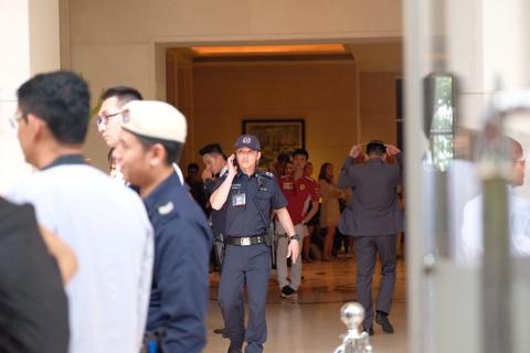 Doan xe cho ong Kim Jong Un ve khach san o Singapore hinh anh 14