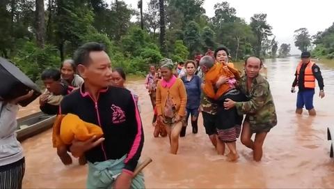Lực Lượng Cứu Hộ Đang Đối Mặt Nhiều Thách Thức Về Đi Lại Và Liên Lạc Do Địa  Bàn Bị Ảnh Hưởng Có Phạm Vi Rất Rộng. Ảnh: Reuters
