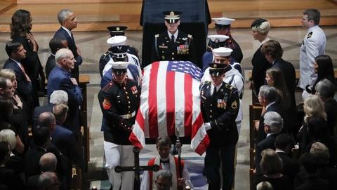 Tang le John McCain - Loi canh tinh ve mot nuoc My chia re vi Trump hinh anh 7
