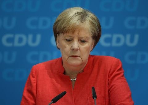 Ba Merkel tu bo ghe lanh dao dang sau 18 nam nam quyen hinh anh