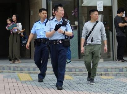 Công tố viên Hong Kong nhảy lầu tự sát giữa nghi án tấn công tình dục
