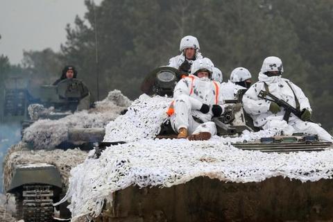 Ukraine huy dong quan du bi, tap tran lon sat bien gioi Nga hinh anh 13