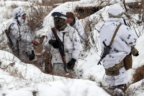 Ukraine huy dong quan du bi, tap tran lon sat bien gioi Nga hinh anh 10