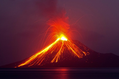 Indonesia so nui lua Anak Krakatoa do sup, gay them song than hinh anh