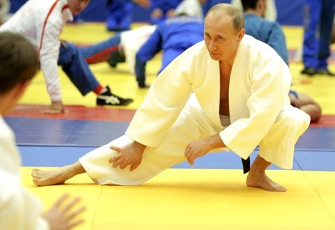 TT Putin chan thuong ngon tay khi tap judo voi tuyen thu quoc gia hinh anh