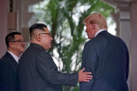 Cac nuoc dau dau 'giai ma' My: Bo qua ngoai giao, gap thang ong Trump hinh anh 2
