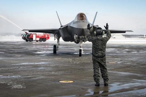Nhat tam dung toan bo sieu tiem kich F-35 sau vu roi may bay hinh anh