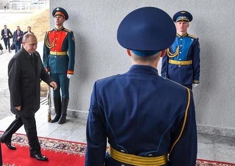 Le binh Nga nghiem chao ong Kim Jong Un den gap Tong thong Putin hinh anh 10