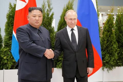 Le binh Nga nghiem chao ong Kim Jong Un den gap Tong thong Putin hinh anh 5