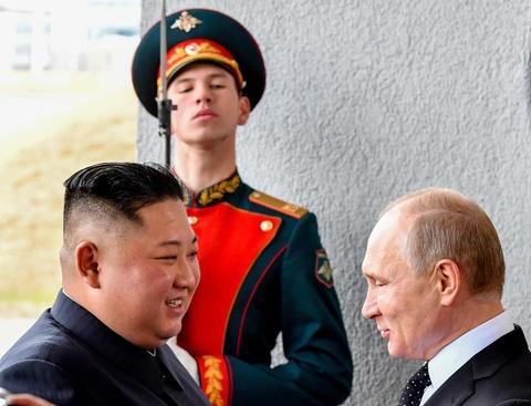 Le binh Nga nghiem chao ong Kim Jong Un den gap Tong thong Putin hinh anh 3