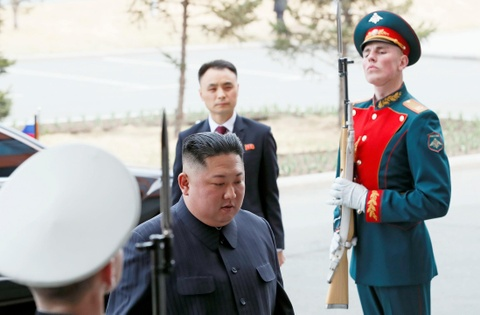Le binh Nga nghiem chao ong Kim Jong Un den gap Tong thong Putin hinh anh 1