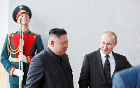 Le binh Nga nghiem chao ong Kim Jong Un den gap Tong thong Putin hinh anh 2