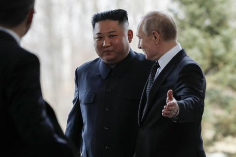 Le binh Nga nghiem chao ong Kim Jong Un den gap Tong thong Putin hinh anh 8